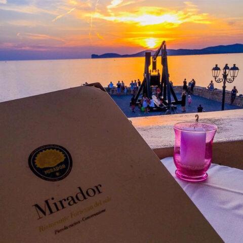 Uno dei tanti tramonti che è possibile vedere dalla terrazza del ristorante Mirador di Alghero