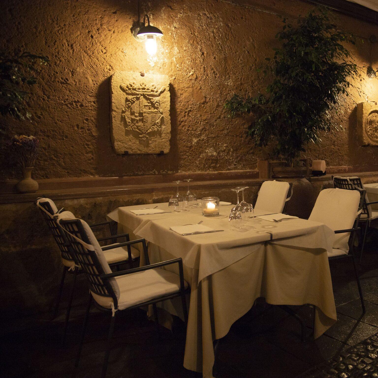 Interno della sala del ristorante Mirador